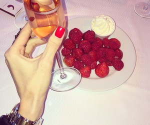 champagne, luxury, and strawberry image