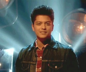 <3, beso, and bruno mars image