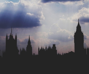 london, city, and clouds image