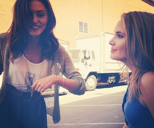 phoebe tonkin and leah pipes image