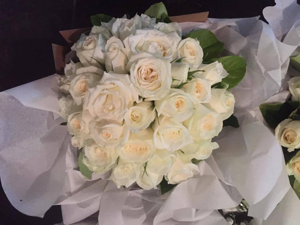 flower girl, wedding, and wedding flowers image
