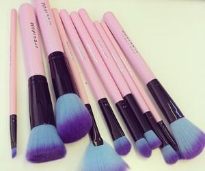 makeup, pink, and brochas image