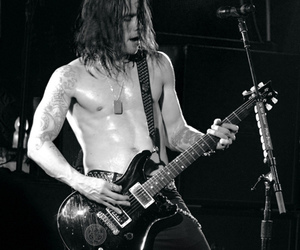 alter bridge, guitar, and myles kennedy image