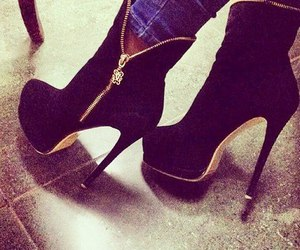 zapatos, tacones, and botas image