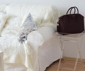 bag and room image