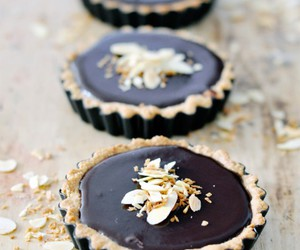 chocolate tart and tarts image