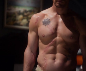 arrow, oliver queen, and cw image
