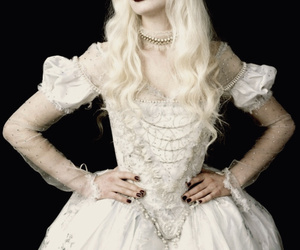 alice in wonderland, Anne Hathaway, and white queen image