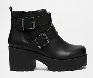 im in love boots black image