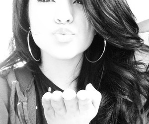becky g and kiss image
