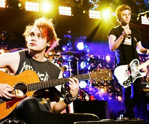 jingle ball, 5 seconds of summer, and michael clifford image