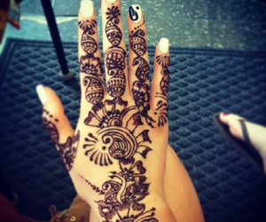 henna, hand, and nails image