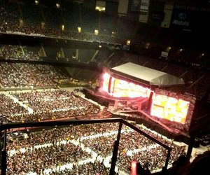 concert, 1d, and wwa image
