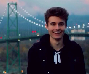 weeklychris, boy, and chris collins image