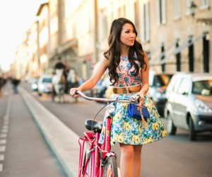 bicicleta, girl, and look image