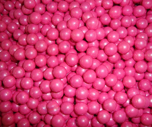 pearls and pink image