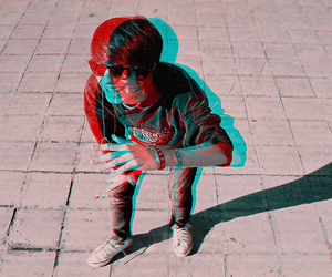 boy and 3d image