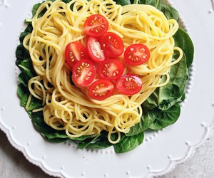 food, pasta, and tomatoes image