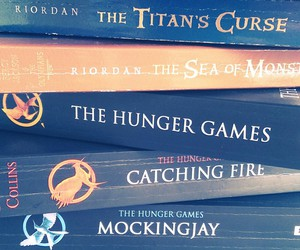 books, the hunger games, and wallpaper image