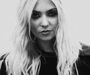 Taylor Momsen, the pretty reckless, and awesome image