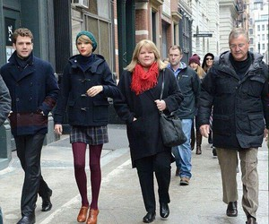 Taylor Swift and family image