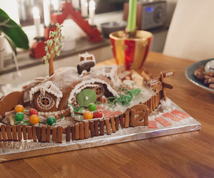 christmas, gingerbread, and hobbit image