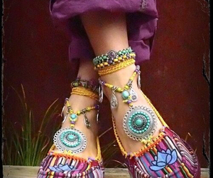 india, shoes, and hippie image