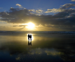 aw kiss romantic sunsset image