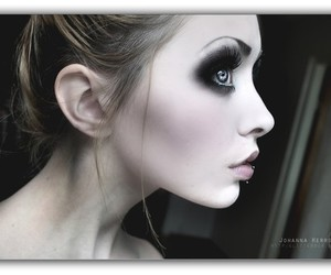 b&w, skin, and beautiful image