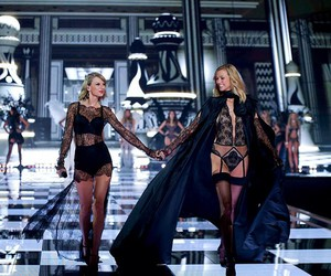 Taylor Swift, Karlie Kloss, and black image