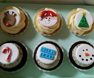 yummy and christmas cupcakes image
