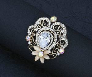 flower brooch image
