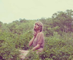 beauty, green, and Taylor Swift image