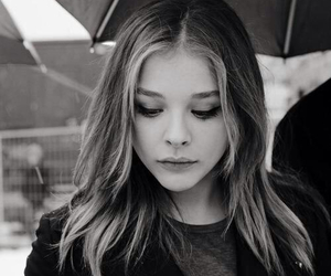 chloe grace moretz, black and white, and actress image