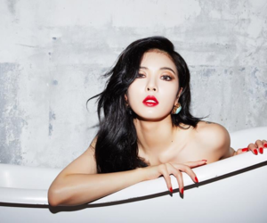 red and hyuna image