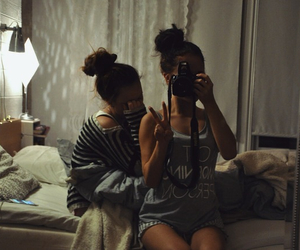brunette, friendship, and sisters image