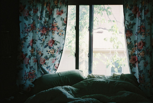 Bed-bedroom-curtains-flowers-light-favim.com-161240_large