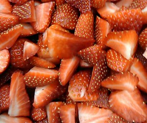 hungry and strawbery image