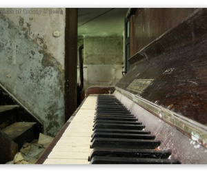 piano and old image