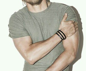 Charlie Hunnam, gorgeous, and sons of anarchy image