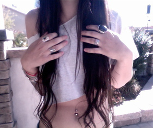 belly button, brunette, and cabelos image