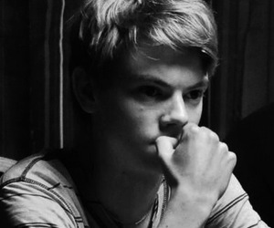 thomas sangster, boy, and thomas brodie sangster image
