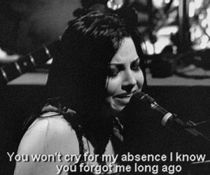 amy lee, black and white, and evanescence image