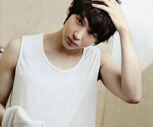 kpop, asian korean boy, and taekwoon image