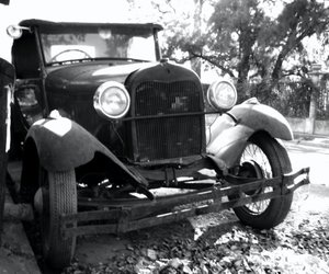 car and old car image