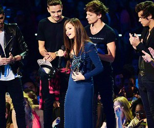 one direction, selena gomez, and niall horan image