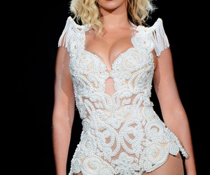 singer, beyonce', and the mrs. carter show image
