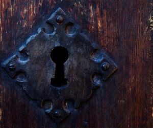 door and keyhole image