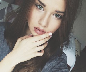 blogger, brune, and green eyes image