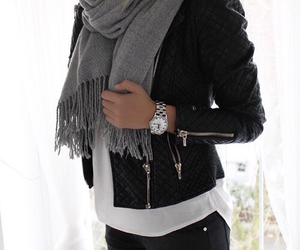 black jacket and chaqueta cuero image